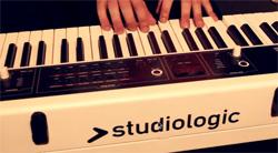 デジタルピアノ演奏イメージ画像