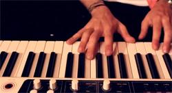 numa piano 演奏画像