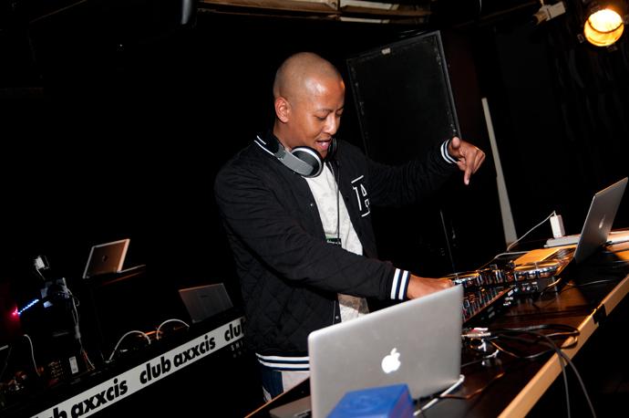 DJ Angelo play