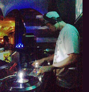 DJ-Y∀SU