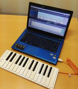 コンピュータとMIDIキーボード