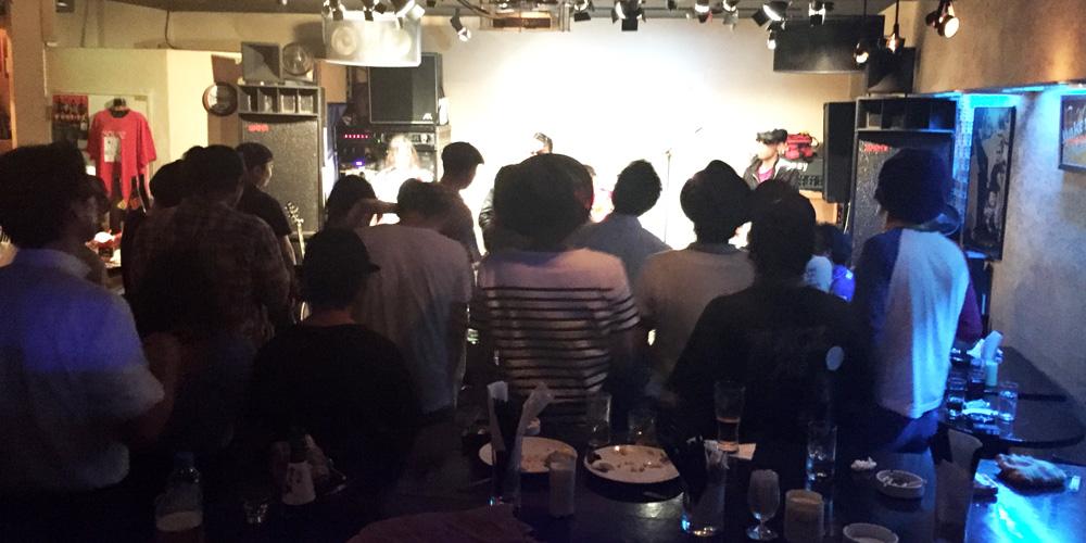 ライブバーでDJやってきた〜♪